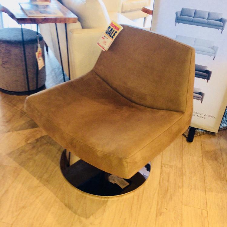 Tanzu Swivel Chair by DellaRobbia