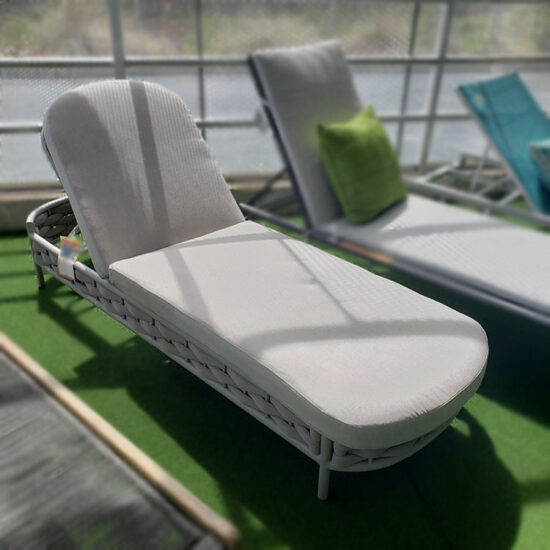 COUTURE JARDIN Loop Outdoor Lounger